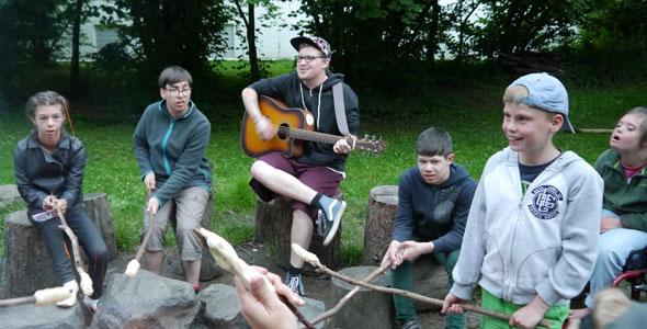 Singen am Lagerfeuer